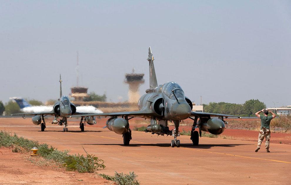 Французские истребители Миражи приземлились в аэропорту Бамако