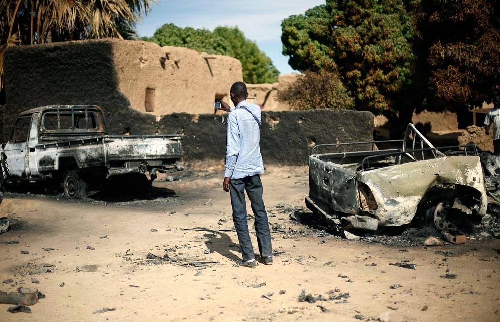 Останки автомобилей боевиков-исламистов