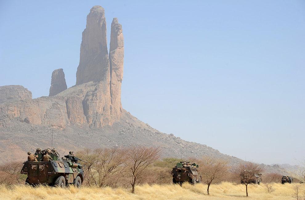 Французские военные и малийские пейзажи