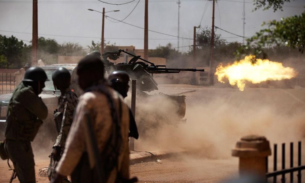 Огонь! Малийские военные стреляют по повстанцам-туарегам