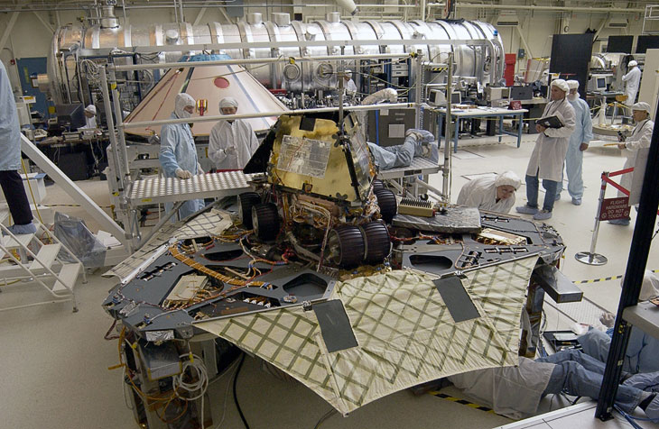 Сборка марсохода Оппортьюнити и спускаемого зонда