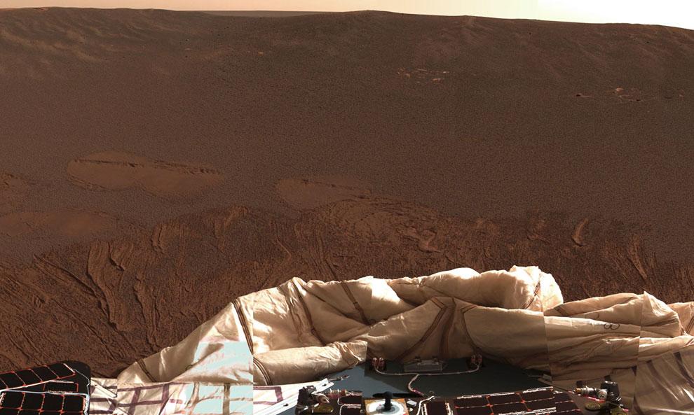 А в это самое время марсоход приземлился на Марсе