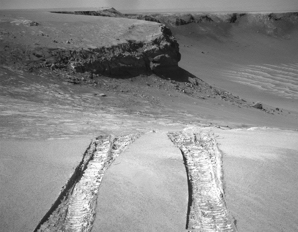 Марсоход вылезает из кратера Виктория