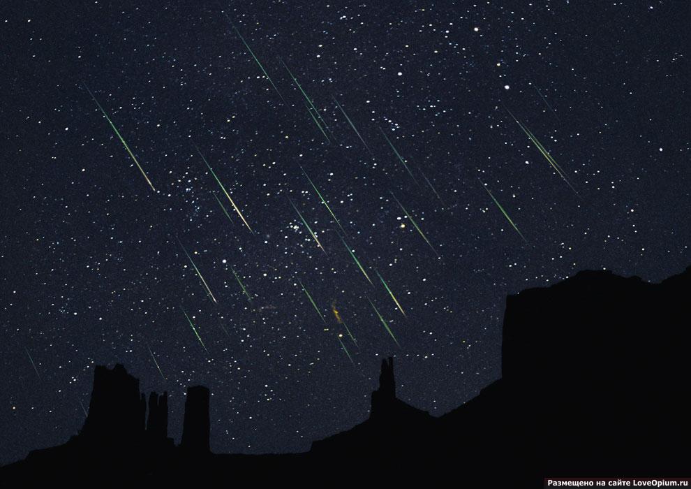 Метеорный поток Леониды над Долиной Монументов в США, 19 ноября 2012