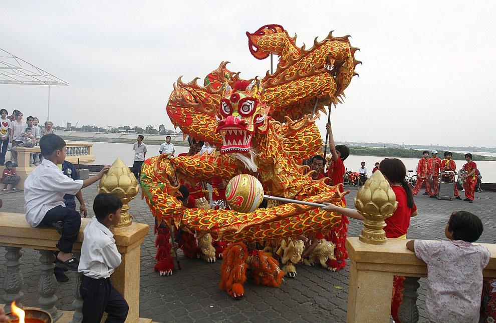 Танец дракона. Китайский Новый год 2013 в Пномпене