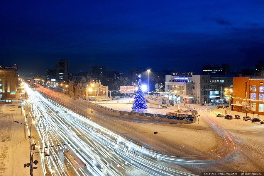 Новогодняя елка и каток на центральной площади Ленина