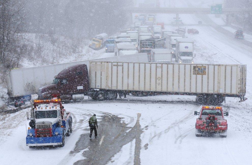 Последствия сильной метели в американском штате Мичиган