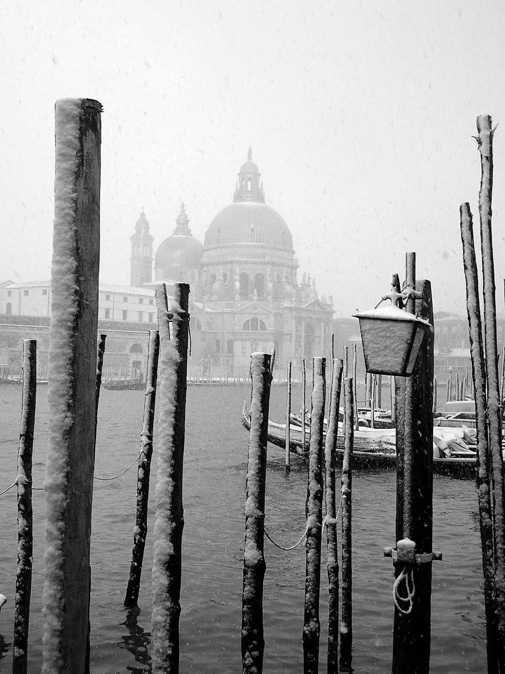 Снег в Венеции — это крайне редкое явление