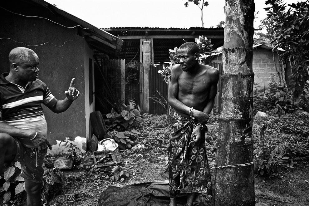 Своеобразное лечение психически больных проводится в дельте реки Нигер, Нигерия