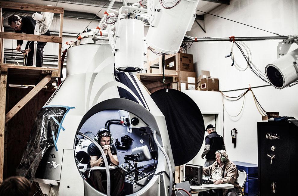14 октября 2012 австриец Феликс Баумгартнер стал первым в мире человеком, преодолевшим скорость звука, находясь вне техники
