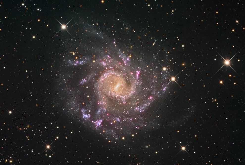 Спиральная галактика NGC 7424