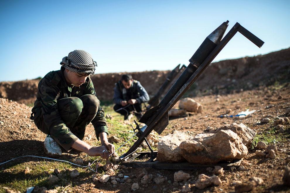 Подготовка к запуску ракеты в 30 км от Алеппо