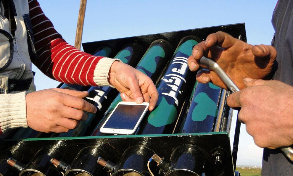 Для наведения на цель зенитной установки используется электронный компас в продвинутом корейском смартфоне