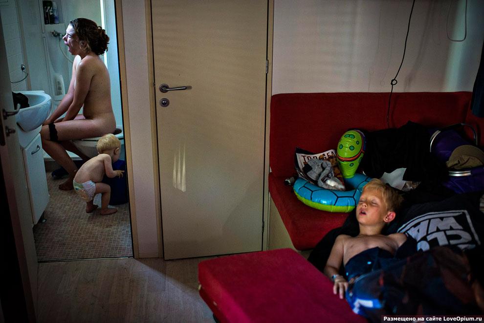 Семья из Дании на летних каникулах в кемпинге, 8 июля 2012