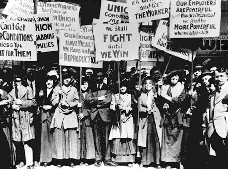 История Международного женского дня начинается с «марша пустых кастрюль», который устроили в текстильщицы из Нью-Йорка 8 марта 1857 года