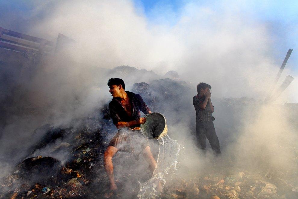 Пожар на свалке в Бангладеше
