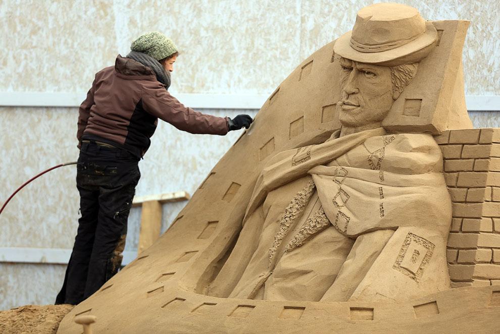 Песчаная скульптура Клинта Иствуда