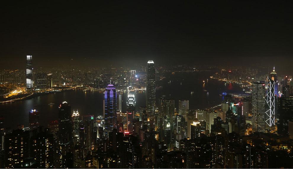 В Гонконге свет выключали у 3 800 зданий и памятников
