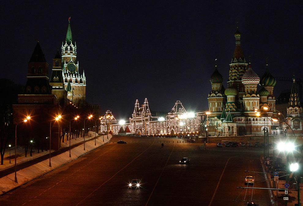 Владимир Путин отключил на час освещение Кремля