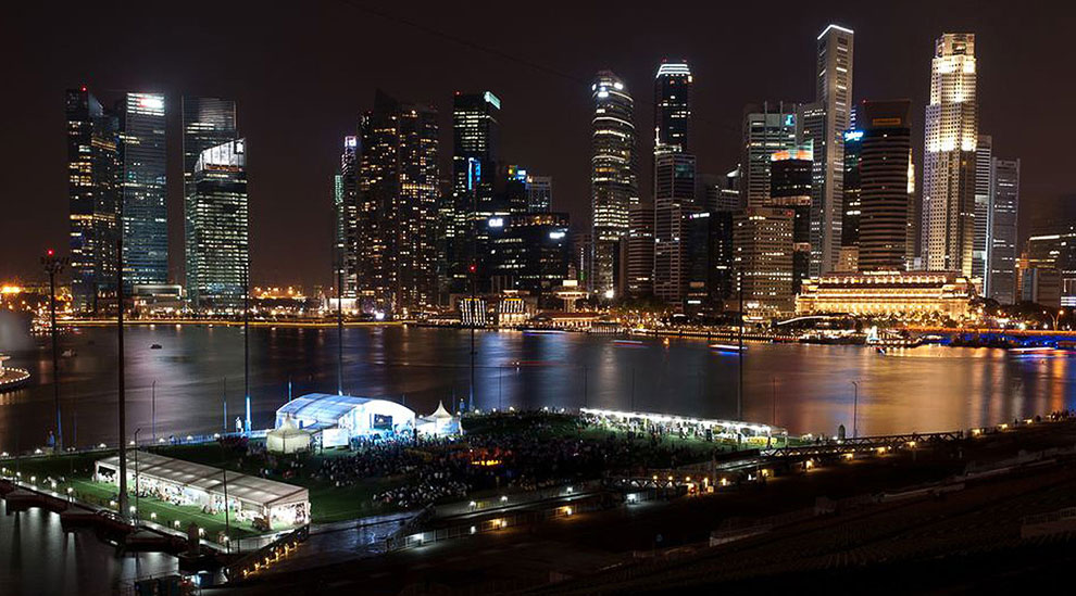 Час земли 2013 в центре Сингапура