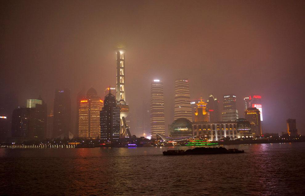 Час Земли 2013 на набережной Бунд в Шанхае