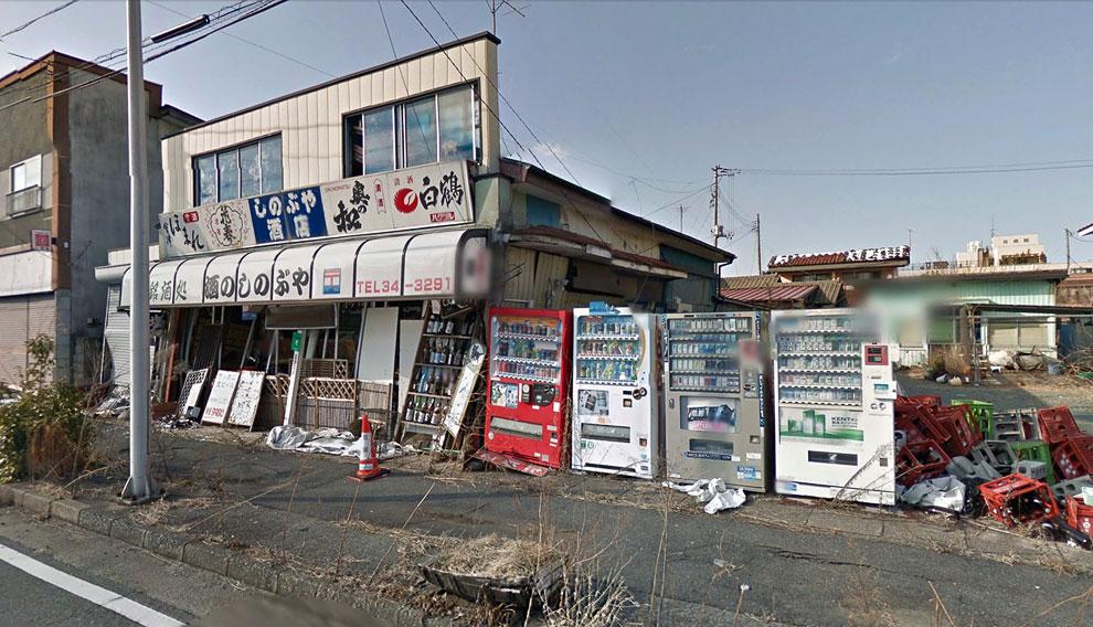 Магазинчик и автоматы по продаже напитков