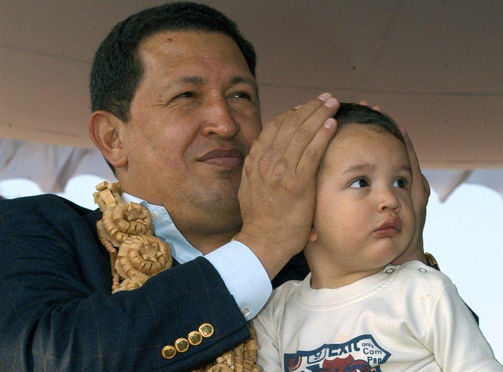 Чавес с внуком