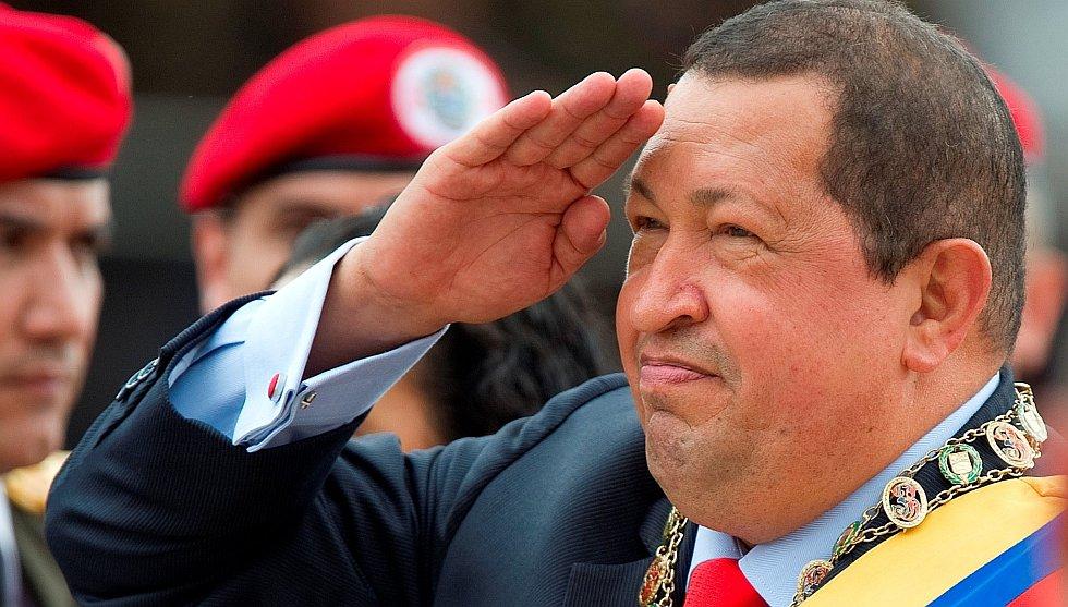 Уго Чавес во время военного парада в Венесуэле
