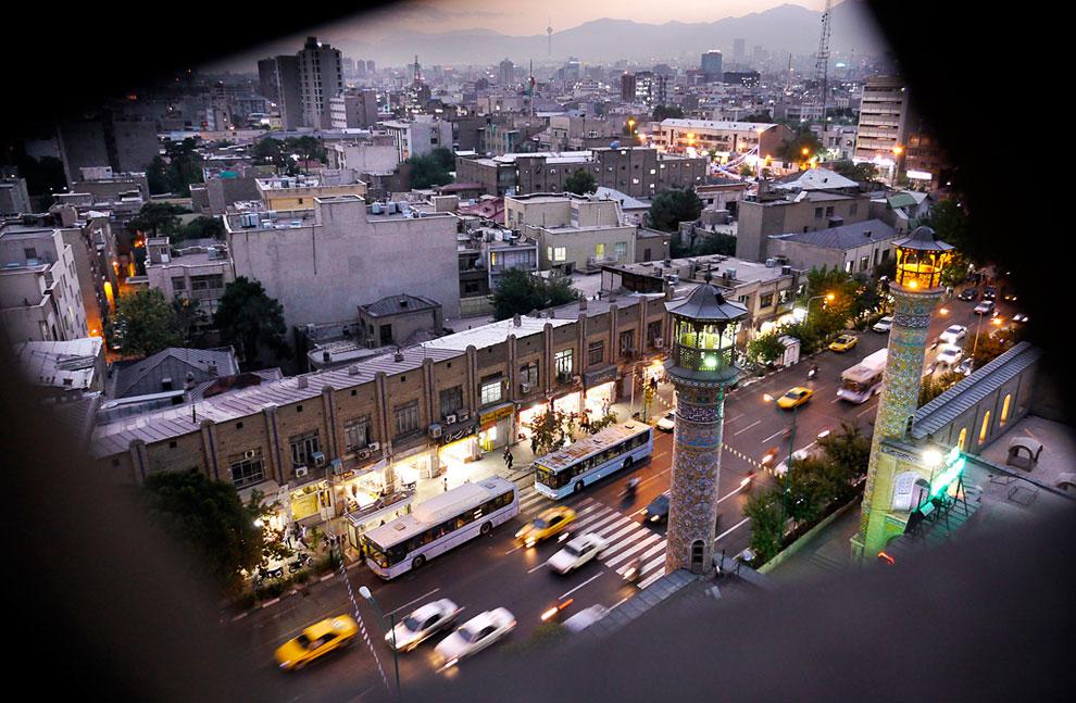 Вид на центр Тегерана из минарета мечети Sepahsalar