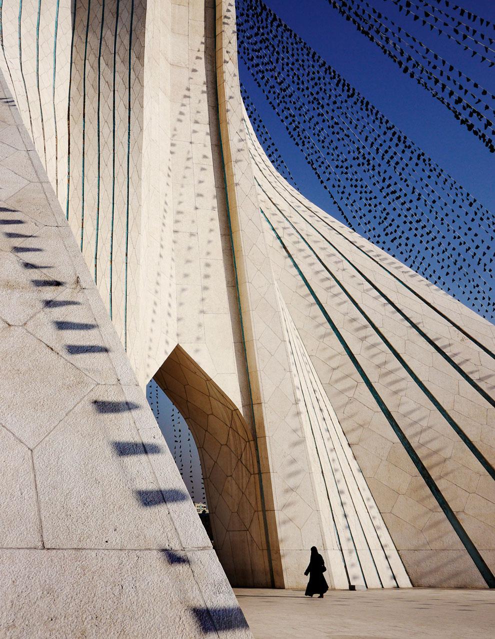 Башня Свободы из белого мрамора — архитектурный символ Тегерана