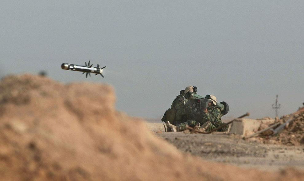 Американские морские пехотинцы запустили ракету по иракскими войсками в порту Умм-Каср, Ирак