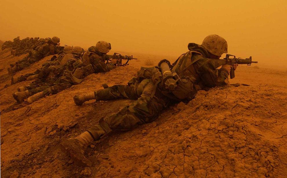 Американские морские пехотинцы к югу от Багдада