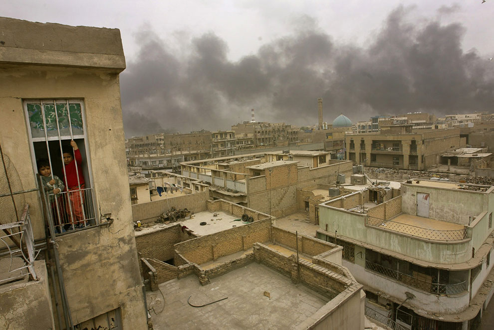 Иракские власти устраивали нефтяные пожары у города, чтобы помешать наведению американских ракет и бомб