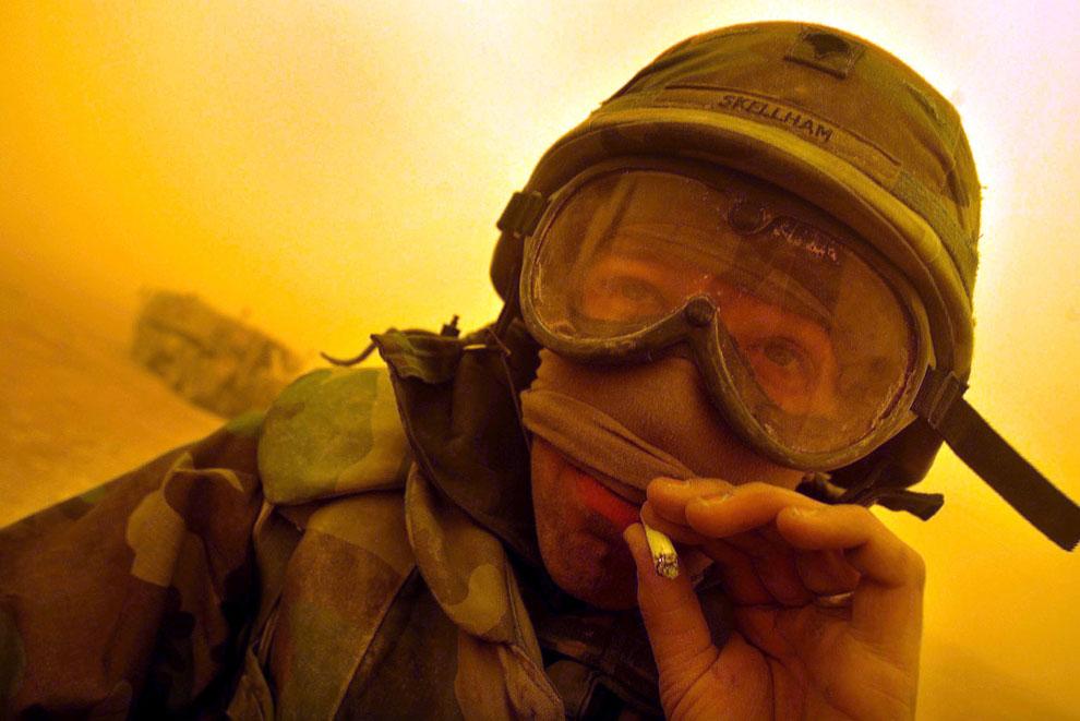 Американский солдат и песчаная буря