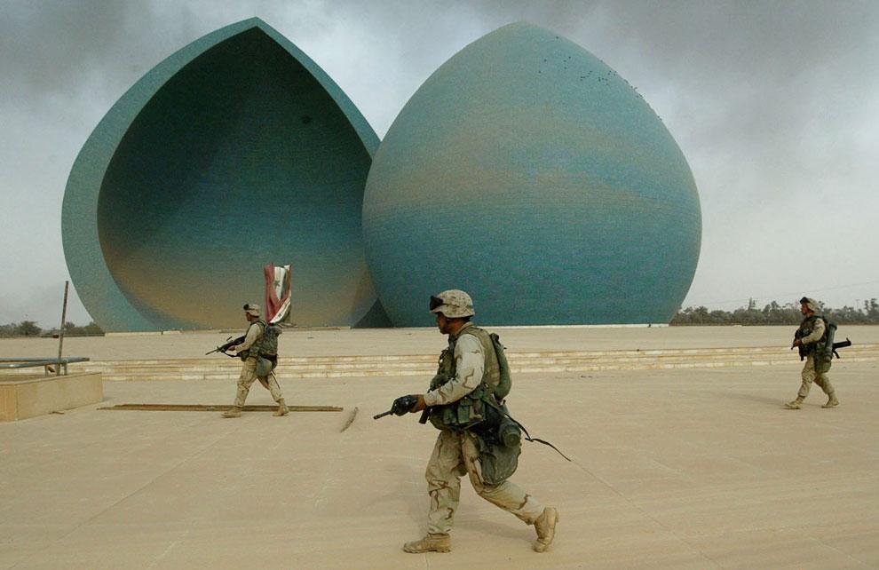 Американские морские пехотинцы в центре Багдада
