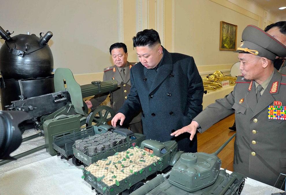 Ким Чен Ын в военном музее