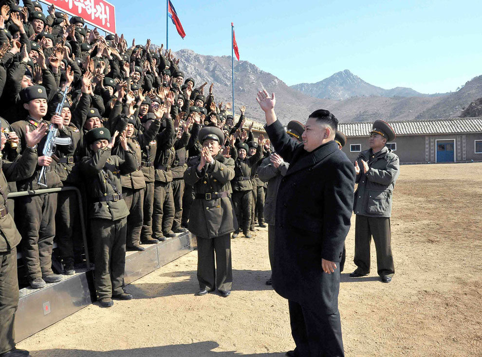 Ким Чен Ын в воинской части. Призывает войска к «максимальной готовности»
