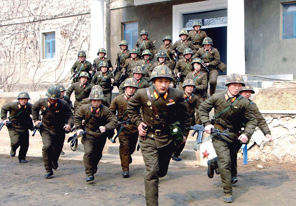 Северокорейские солдаты в неустановленном месте 6 марта 2013