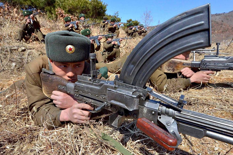 Северокорейские солдаты на учениях