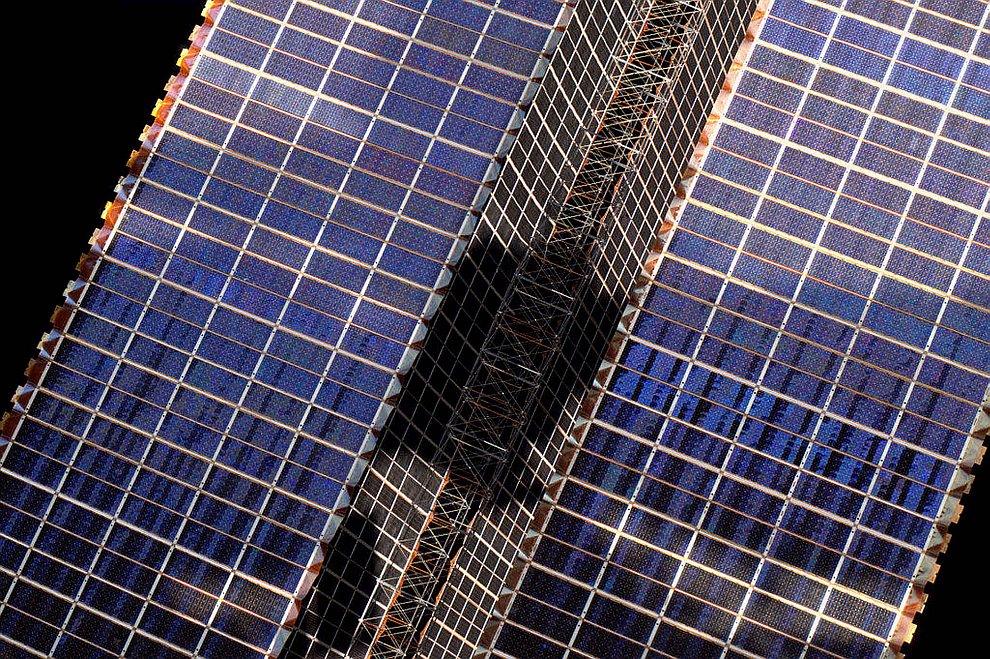 Мы здесь получаем энергию от солнечных батарей