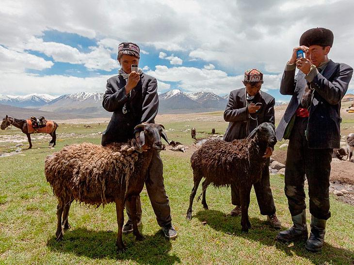 Афганские пастухи обожают свои сотовые телефоны