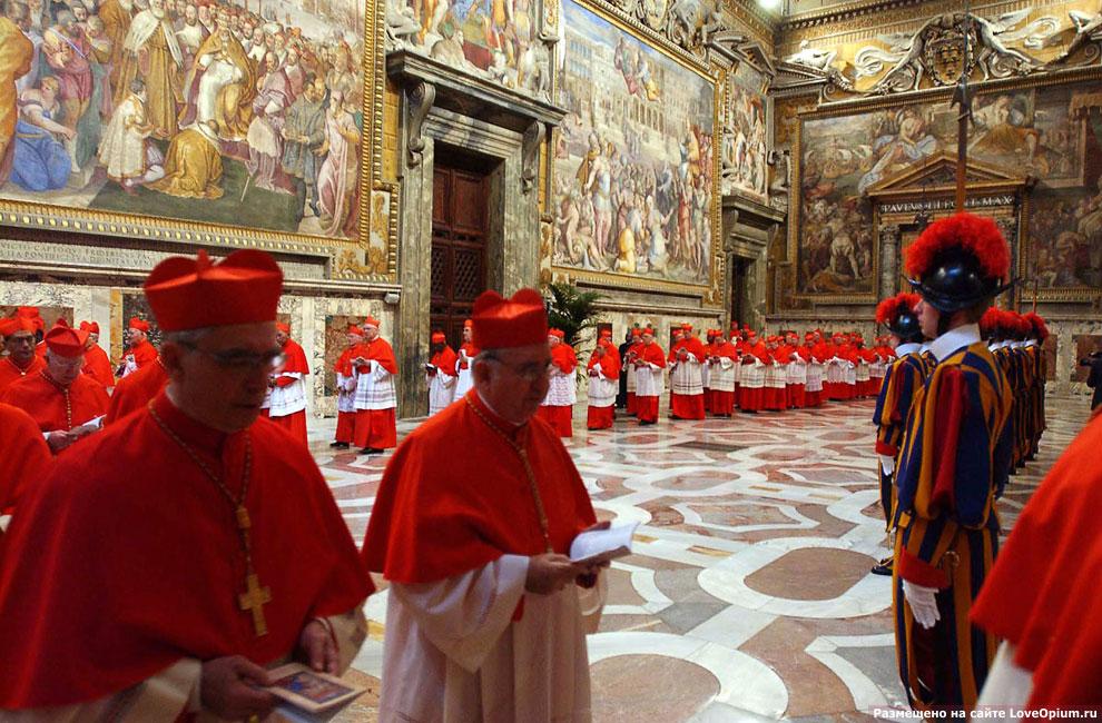 Фотография с выборов ушедшего сейчас Иозефа Ратцингера – Папы Римского Бенедикта XVI