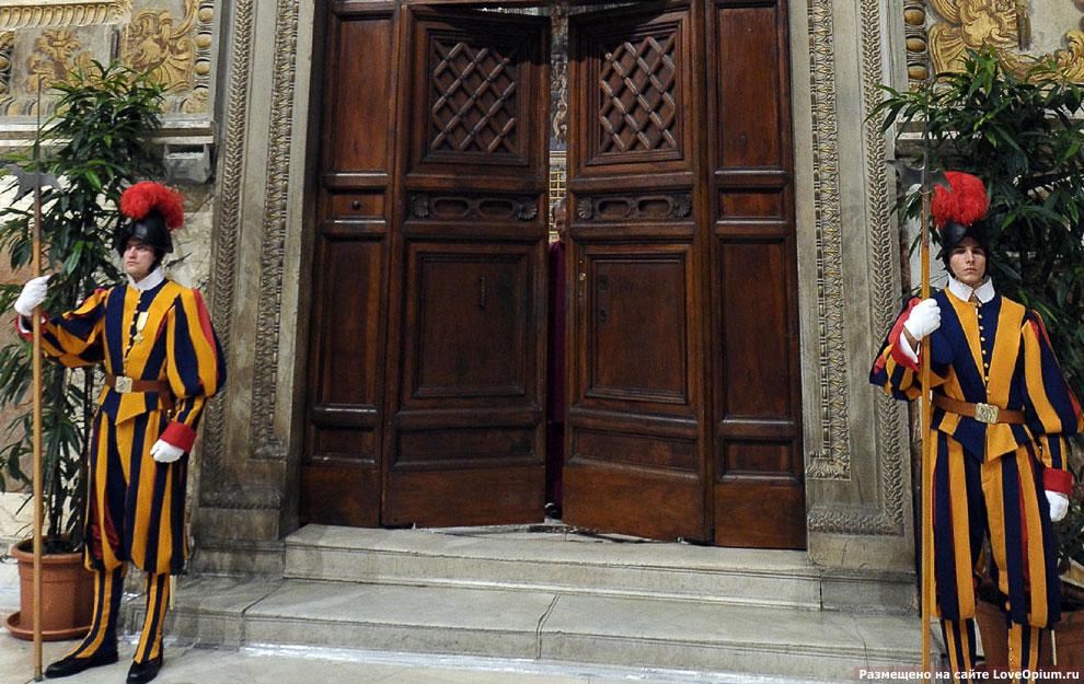 Охрана у дверей Сикстинской капеллы, Ватикан