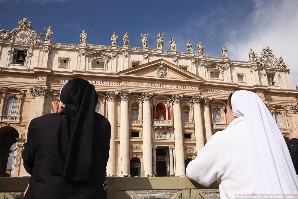 Собор Святого Петра. Вид на Лоджию благословения