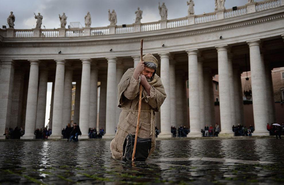 Паломник на площади Святого Петра, Рим