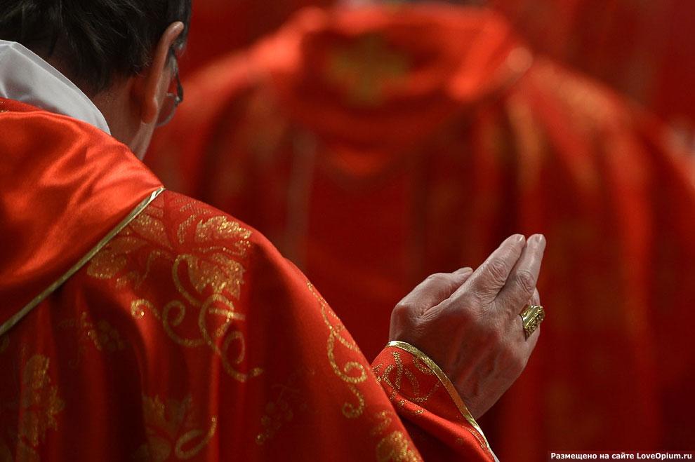 Месса в Соборе Святого Петра перед очередным голосованием