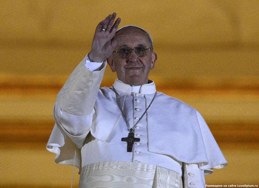 Франциск — 266-й папа римский, глава Римско-католической церкви и абсолютный монарх города-государства Ватикан