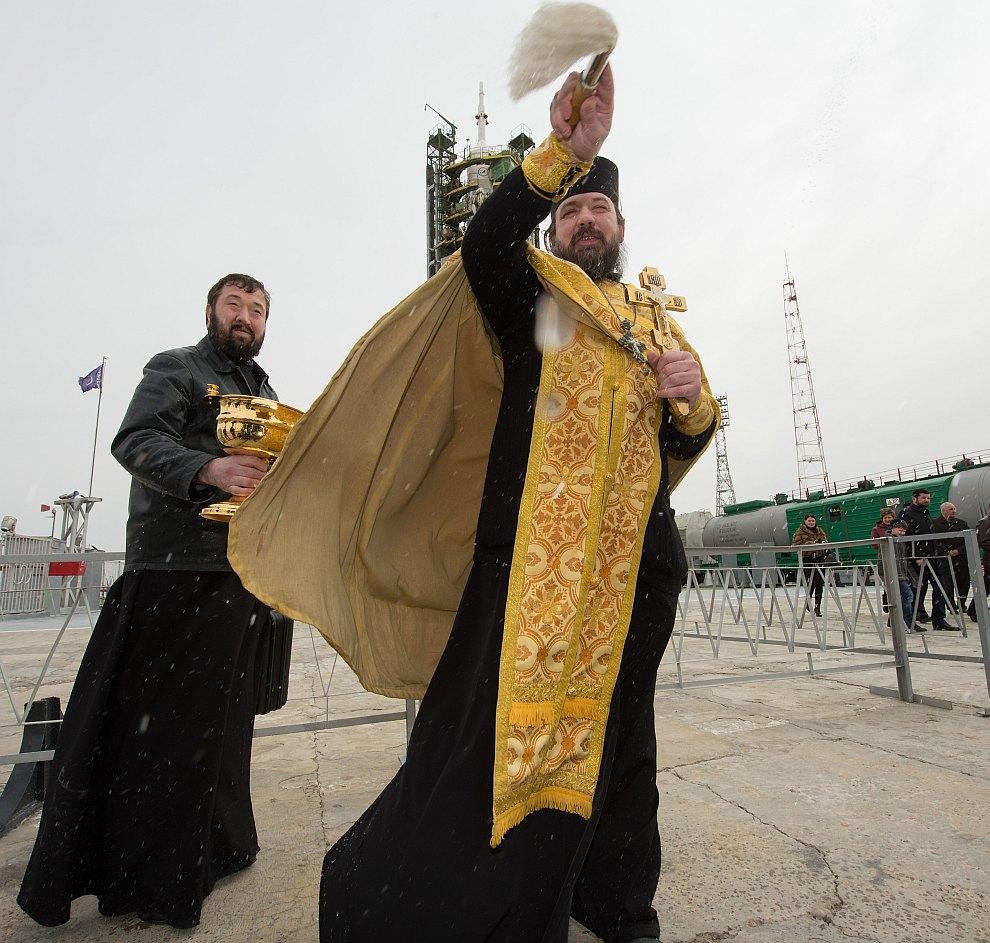 Наша забавная традиция — благословление ракеты «Союз» на стартовой площадке космодрома Байконур