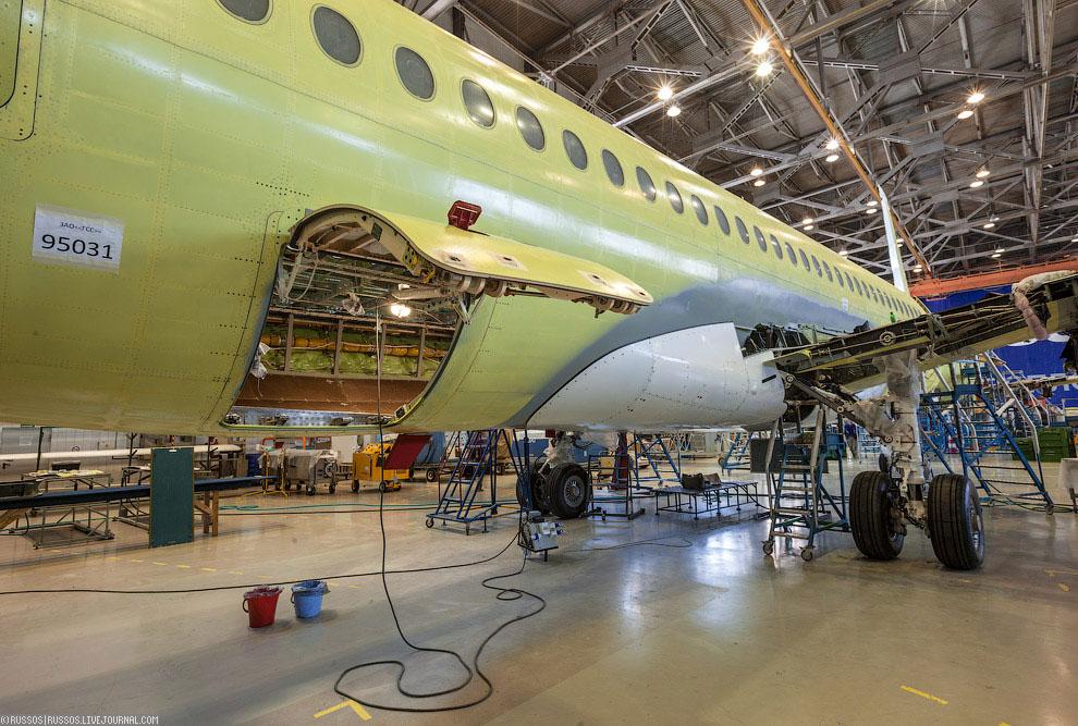 Как производят самолет Сухой Суперджет 100