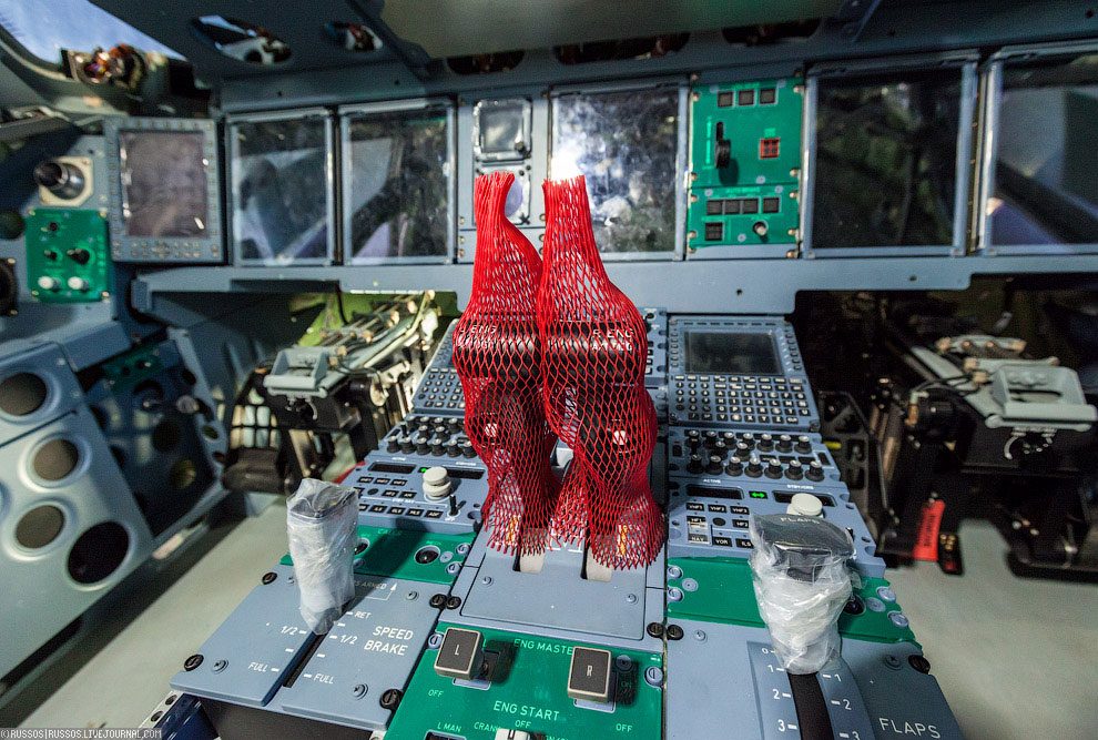 пилотов 100 сухой суперджет фото кабины